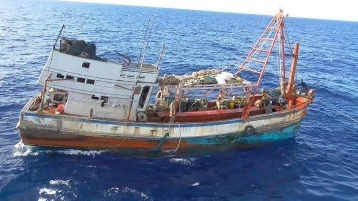 13 Nelayan Terombang-ambing di Tengah Cuaca Buruk Selama 4 Hari di Laut Indramayu