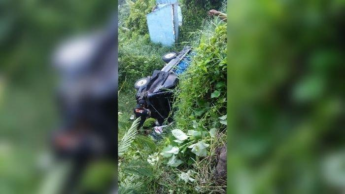 Pulang Liburan, Mobil yang Berisi 9 Penumpang Terperosok ke Saluran Irigasi, 1 Orang Tewas