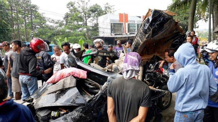 Mobilnya Remuk Tertimba Bus Pahala Kencana, PNS Mesuji Meregang Nyawa