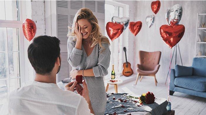Ilustrasi Kejutan lamaran yang diberikan kepada pasangan. Memilih cincin berlian yang tepat sangatlah penting dalam momen sakral ini.