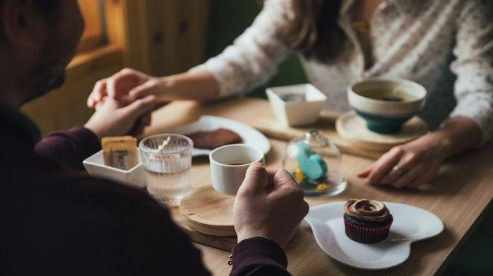 Pergi Kencan Pertama dengan Pacar Online, Pria Ini Kaget Kekasihnya Ajak 23 Orang Makan Bersama