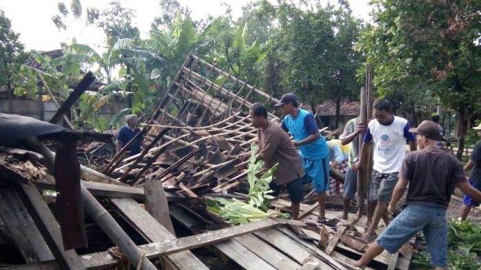 185 Rumah di Pemalang Dihantam Puting Beliung, Kerugian Capai Rp 2,4 Miliar