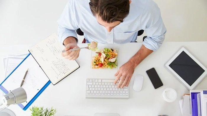 5 Tips Mudah Cegah Kenaikan Berat Badan di Kantor, Kurangi Ngemil & Tetap Aktif Bergerak