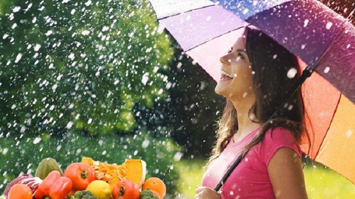 6 Makanan dan Minuman yang Pantang Dikonsumsi saat Musim Hujan, Perlu Hati-hati!
