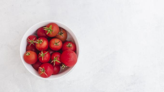 Manfaat Tomat Untuk Kulit Berminyak Dan Berjerawat