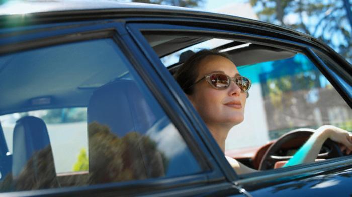 Pentingnya Membuka Kaca Mobil Sebelum Berkendara