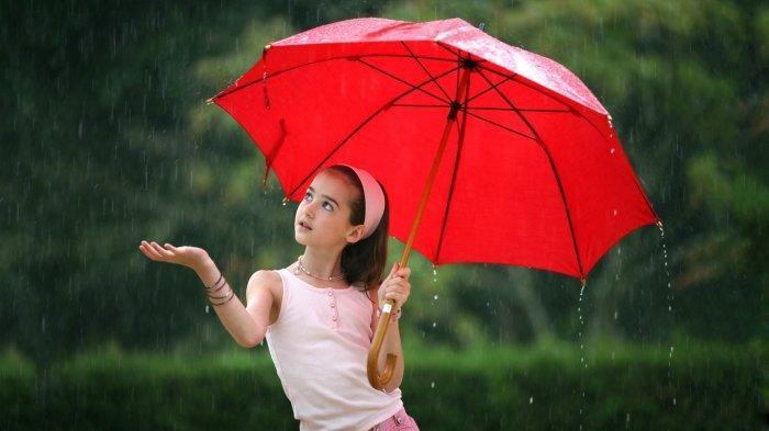 ILUSTRASI musim hujan punya dampak bahaya bagi kulit