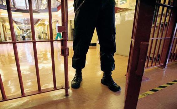 Jebol Plafon Kamar Mandi Penjara, Acong Kabur dari Lapas Bulak Kapal
