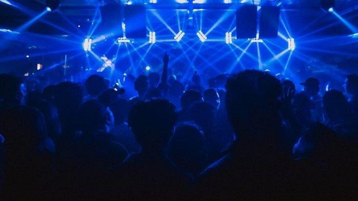 Abaikan Physical Distancing, Ribuan Warga Prancis Berjoget di Konser Musik