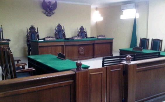 Ruang sidang di Pengadilan Negeri Makassar masih sepi dua minggu pasca Lebaran