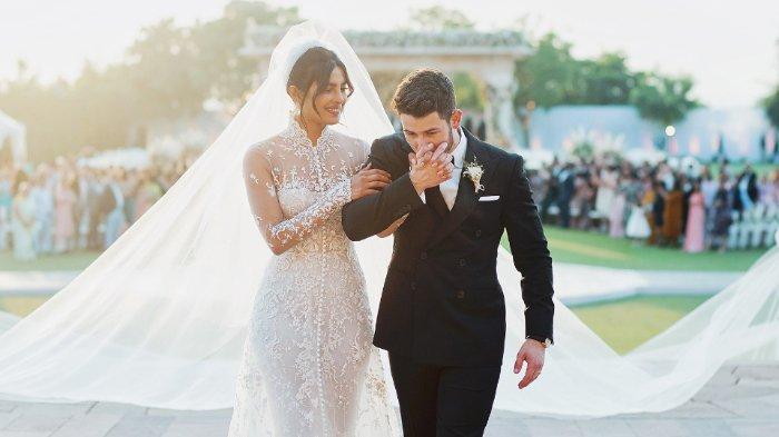 5 Ide Kado Pernikahan untuk Sahabat: Voucher Honeymoon hingga Emas