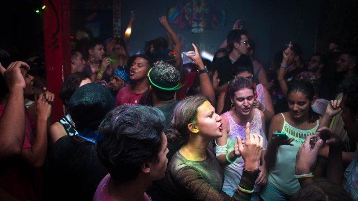 Warga Nekat Gelar Pesta dan Sengaja Langgar Social Distancing, Berakhir 1 Orang Positif Corona