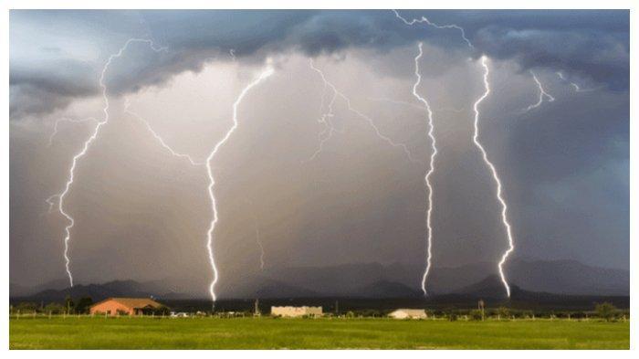 Ilustrasi petir-Prakiraan Cuaca BMKG di 33 Kota Besar Hari Ini, 9 April 2020: Potensi Hujan Petir di Sejumlah Daerah.
