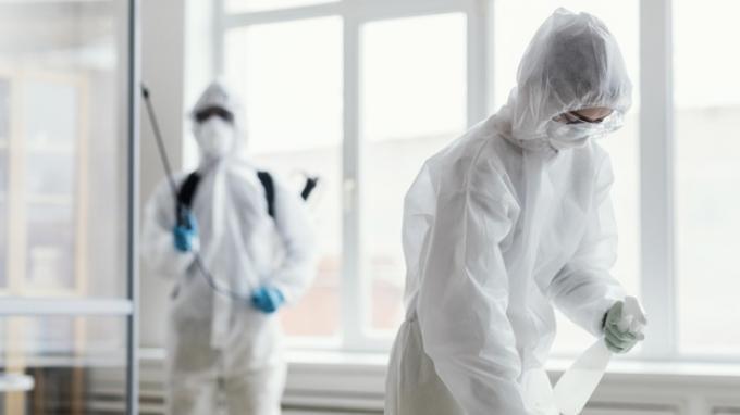 Foto ilustrasi petugas medis dengan APD.