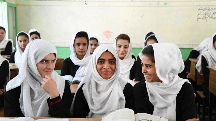 Taliban Izinkan Anak Perempuan Afghanistan Kembali Bersekolah Secepatnya