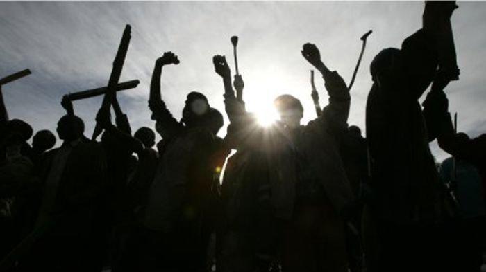 Di Tengah Wabah Corona, Para Remaja di Jalan Panjang Tawuran dan Bawa Senjata Tajam