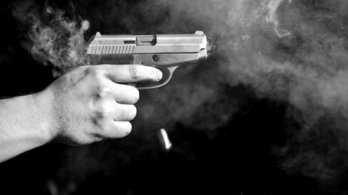 ilustrasi tembak pistol
