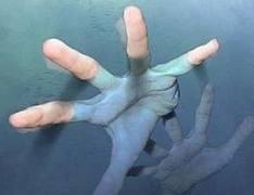 Petugas Belum Temukan Warga yang Tenggelam di Kali Angke