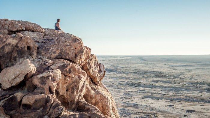 Abaikan Peraturan Demi Berfoto, Turis Ini Tewas Setelah Terjatuh dari Tebing