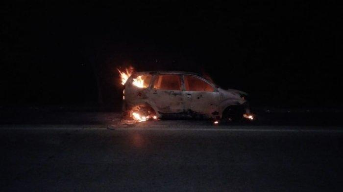 Mobil Avanza Terbakar di Tol Padaleunyi, Diduga Sebelumnya Melakukan Tabrak Lari di Kota Bandung