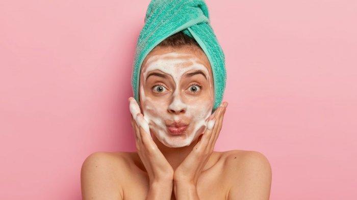 ilustrasi mencuci wajah