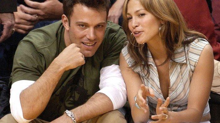 HOT: Jennifer Lopez dan Ben Affleck Terlihat Hangout Bersama, Mesra!