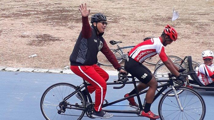 M Fadli dkk Ajak Imam Nahrawi untuk mencoba lintasan velodrome