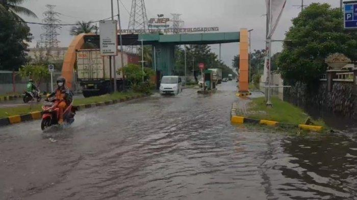 Kawasan Industri Pulogadung Jakarta Timur Terendam Banjir hingga 50 Cm