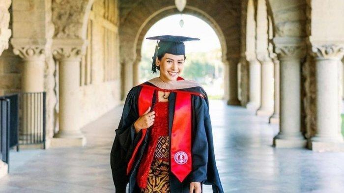 Bikin Bangga, Maudy Ayunda Resmi Sandang Gelar Master dari Stanford University