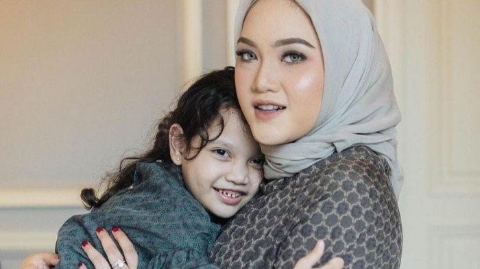 Sebagai Ibu Tunggal yang Bekerja, Chacha Thaib Bagikan Tips Mengatur Waktu