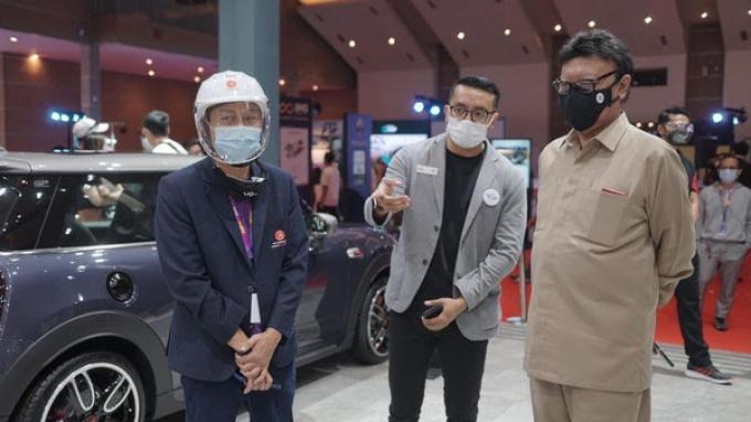 Indonesia International Motor Show Hybrid 2021 Dikunjungi Menpan RB Tjahjo Kumolo