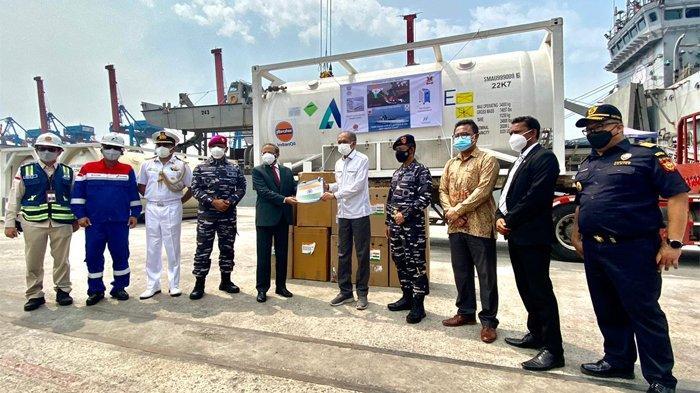 Indonesia Terima 300 Unit Oxygen Concentrator dan 100 MT LMO dari India