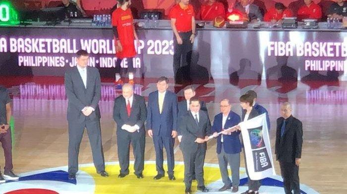 Erick Thohir Terima Bendera Tuan Rumah FIVA World Cup 2023