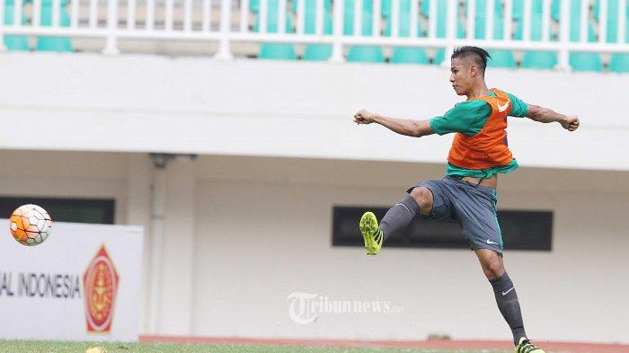 Indra Kahfi Tak Ingin Tinggalkan Sepakbola