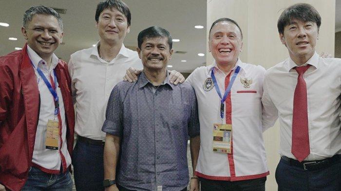 Indra Sjafrie Kerja Sama dengan Shin Tae-Yong untuk Latih Timnas Indonesia (@indrasjafri_coach)