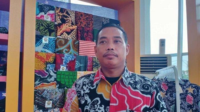 Ikuti Panggilan Jiwa, Begini Kisah Indra Sugiyono, Si Pencipta Corak Batik Khas Batam