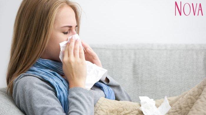 Banyak yang berpendapat tisu lebih praktis digunakan saat kita diserang flu, dan dapat segera dibuang setelah digunakan sehingga mengurangi kemungkinan virus bertahan di tubuh kita.