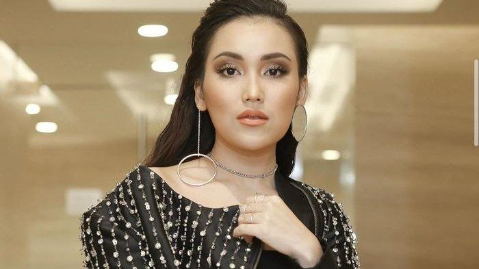 Gara-gara Tak di-Follback, Ayu Ting Ting Marahi Billy Syahputra: Berani-beranian Lu, Artis Baru!