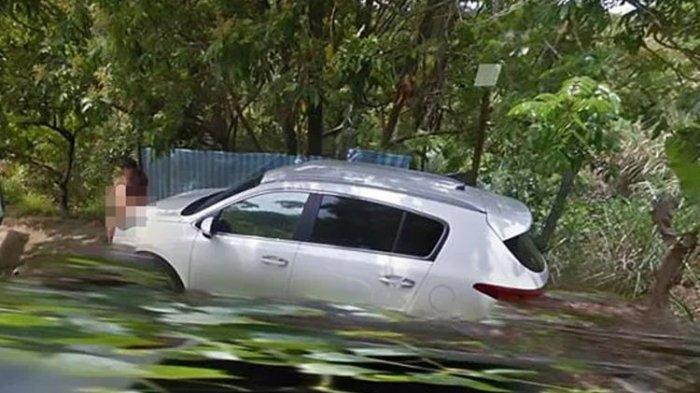 Pasangan Tanpa Busana Asyik Berpelukan Terekam Kamera Google Street View