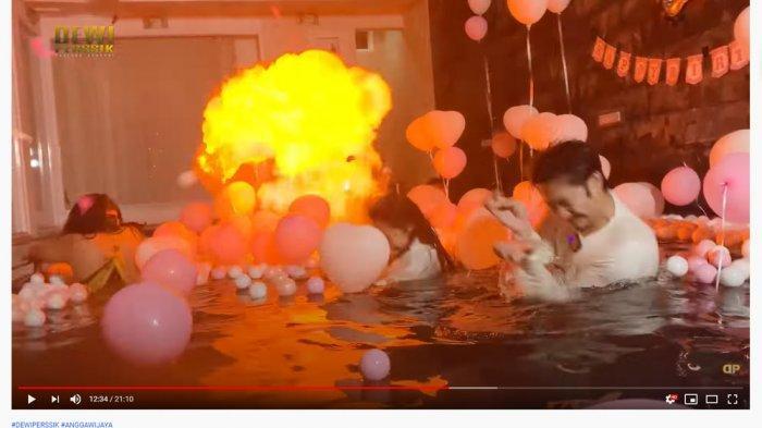 Insiden Balon Meledak Timbulkan Api saat Ultah Angga Wijaya, Dewi Perssik Panik Langsung Menghindar