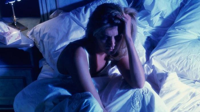 Penyebab Jantung Berdebar Saat Tidur dan Cara Mengatasinya