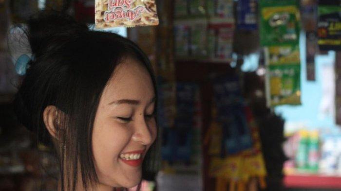 Intan Rose (23), penjaga warung asal Cianjur mirip anya geraldine