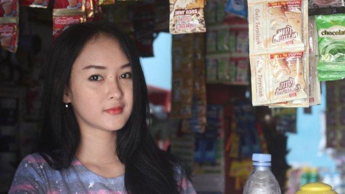 Intan Rose (23), penjaga warung asal Cianjur yang mirip Anya Geraldine 3