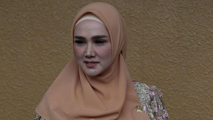 Makin Moncer Usai Jadi Anggota DPR, Mulan Jameela Kepergok Naik Mobil Mewah Seharga Nyaris Rp 2 Miliar untuk Isi Pengajian di Hijrah Fest Makassar