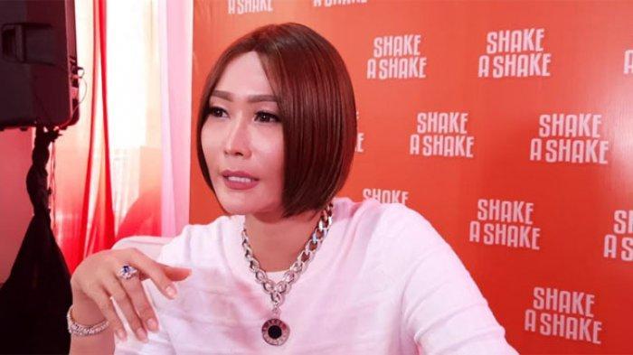 Inul Daratista saat ditemui dalam grand opening bisnis barunya, Shake A Shake di kawasan Serpong, Tangerang, Minggu (22/11/2020).