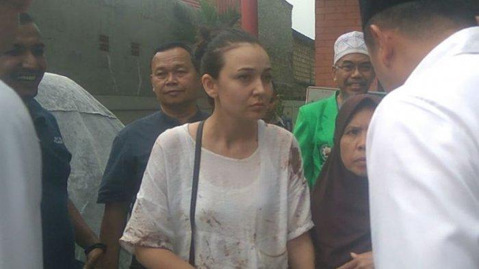 Jalan-jalan Rayakan Ultah Istri Berujung Penganiayaan, Hermansyah Ditikam, Irina Dipukul dan Jambak