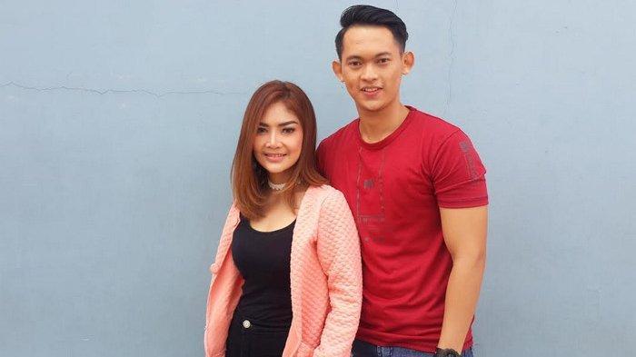Irma Darmawangsa dan Irfan Sbaztian ditemui di kawasan Tendean, Jakarta Selatan, Senin (8/4/2019).