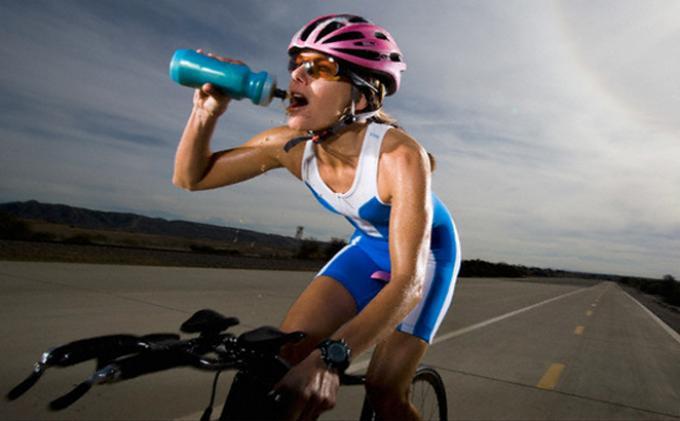 Manfaat Minuman Isotonik Menurut Dokter Spesialis Penyakit Dalam