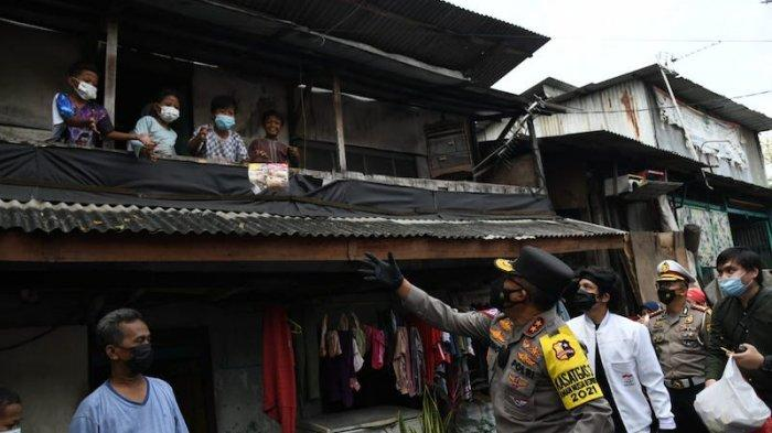 Ajak Atta Halilintar, Polri Bantu Warga Terdampak Pandemi di Cakung