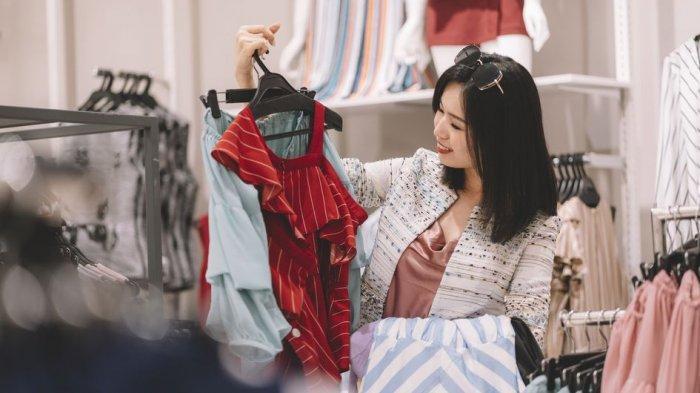 Menghindari Kuman dan Alasan Lain Kenapa Baju Baru Harus Dicuci Sebelum Dipakai